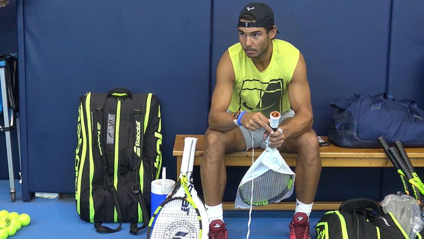 Cienka owijka daje lepszą kontrolę nad uderzeniem, dlatego Rafael Nadal nawija VS Grip o grubości zaledwie 0,4 mm