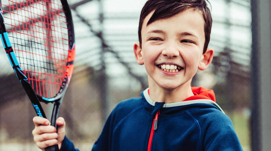 Rakiety dla dzieci są krótsze i mają zazwyczaj od 19-26 cali długości (48,5-66 cm)