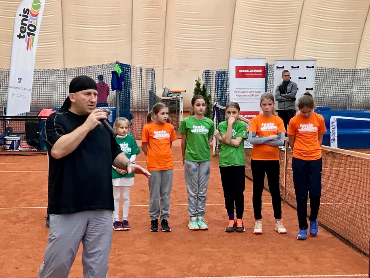 Na zdjęciu: prezentacja zajęć tenisowych dla dzieci podczas konferencji Tenis10