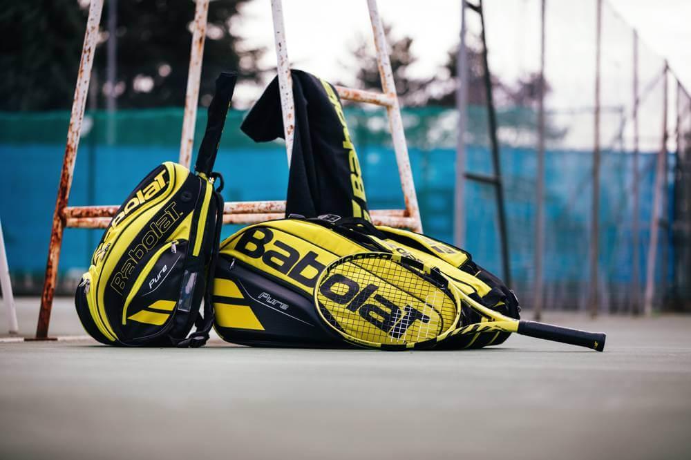 Wygląd toreb tenisowych Babolat z linii Pure Aero w naturalnym świetle